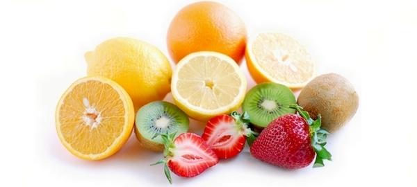 Agrumes, pommes acides, kiwis et légumes crus