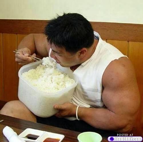 Bien que plus digeste, les portions de riz restent les mêmes que les pâtes!