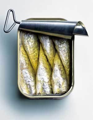 Les poisssons gras frais ou en conserve : source de vitamine D.