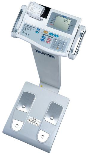 Le calcul gagnant : 4 électrodes aux pieds, 2 au niveau de chaque poignée..Emballez c'est pesé!