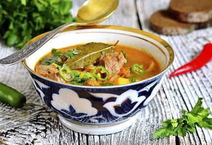 La chorba une soupe complète qui allie hydratation, viande et pâtes